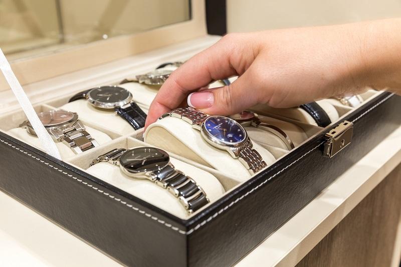 Luxusuhren: Große Werttreiber sind neben den verwendeten Materialien, der Seltenheit, der Herkunft und der Marke einer Uhr auch ihre sogenannten Komplikationen, also ihre Zusatzfunktionen.