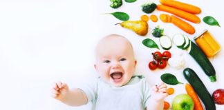 Welche Nahrung ein Baby ab dem 6., dem 7., dem 8. Monat benötigt und ab wann die Umstellung von Breikost auf feste Nahrung beginnt, erfährst du hier.